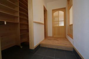 長野市朝陽 新築注文住宅完成写真 玄関と玄関収納