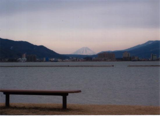 諏訪湖から見える富士山1