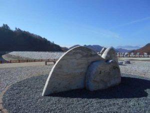 石のモニュメント